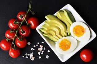 Five Must-Have Keto Breakfasts #keto #diets #bestdiets #healthyfood #food #bevhillsmag #beverlyhillsmagazine #beverlyhills