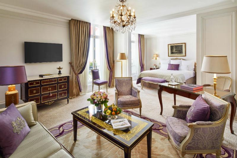 Hôtel Plaza Athénée: Vacation Meets Fashion #travel #paris #fivestarhotels #vacation #fashion #beverlyhills #beverlyhillsmagazine #BevHillsMag
