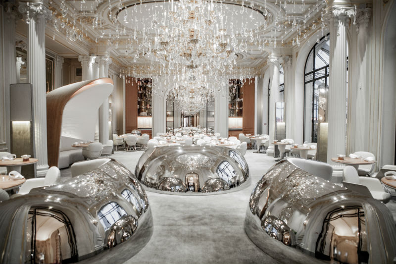 Hôtel Plaza Athénée: Vacation Meets Fashion #travel #paris #fivestarhotels #vacation #fashion #beverlyhills #beverlyhillsmagazine #BevHillsMag