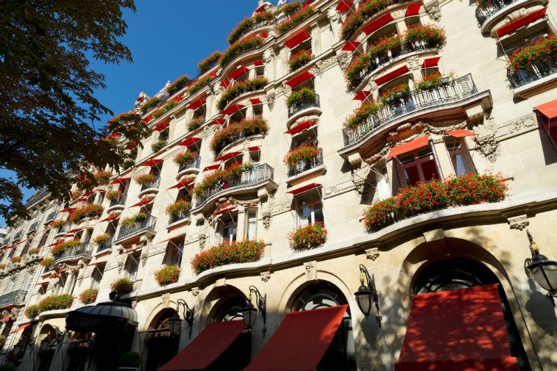 Hôtel Plaza Athénée: Vacation Meets Fashion