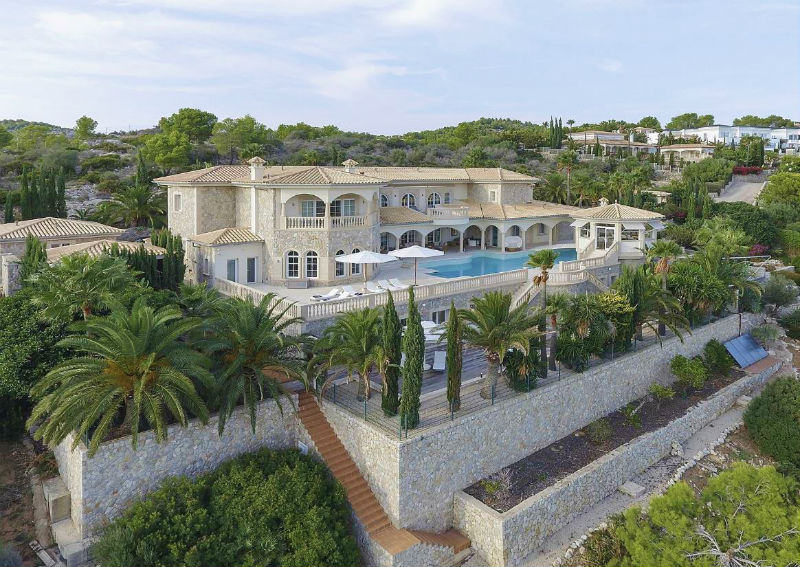 A Seaside Luxury Home on Mallorca, #Spain #Island #dreamhomes #luxury #realestate #homesforsale #beautiful #dreamhome #mallorca #spain #realestate #dreamhomes #beverlyhills #BevHillsMag #beverlyhillsmagazine