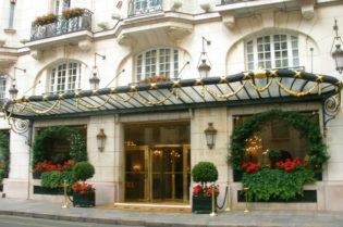 Le Bristol Paris #Fivestarhotels #exclusiveescapes #prais #france #vacation #luxurylifestyle #hotels #travel #luxury #hotels #exclusive #getaway #destinations #beautiful #life #traveling #bucketlist #beverlyhills #travel #luxury #vacation #BevHillsMag