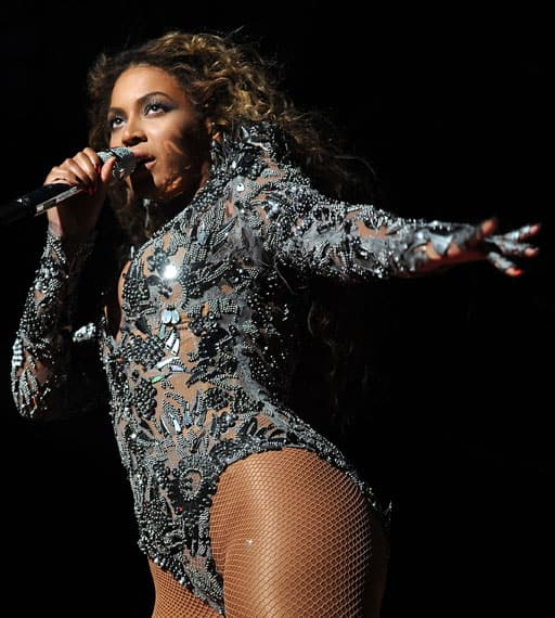 Beyonce on stage at MTV VMA 2014