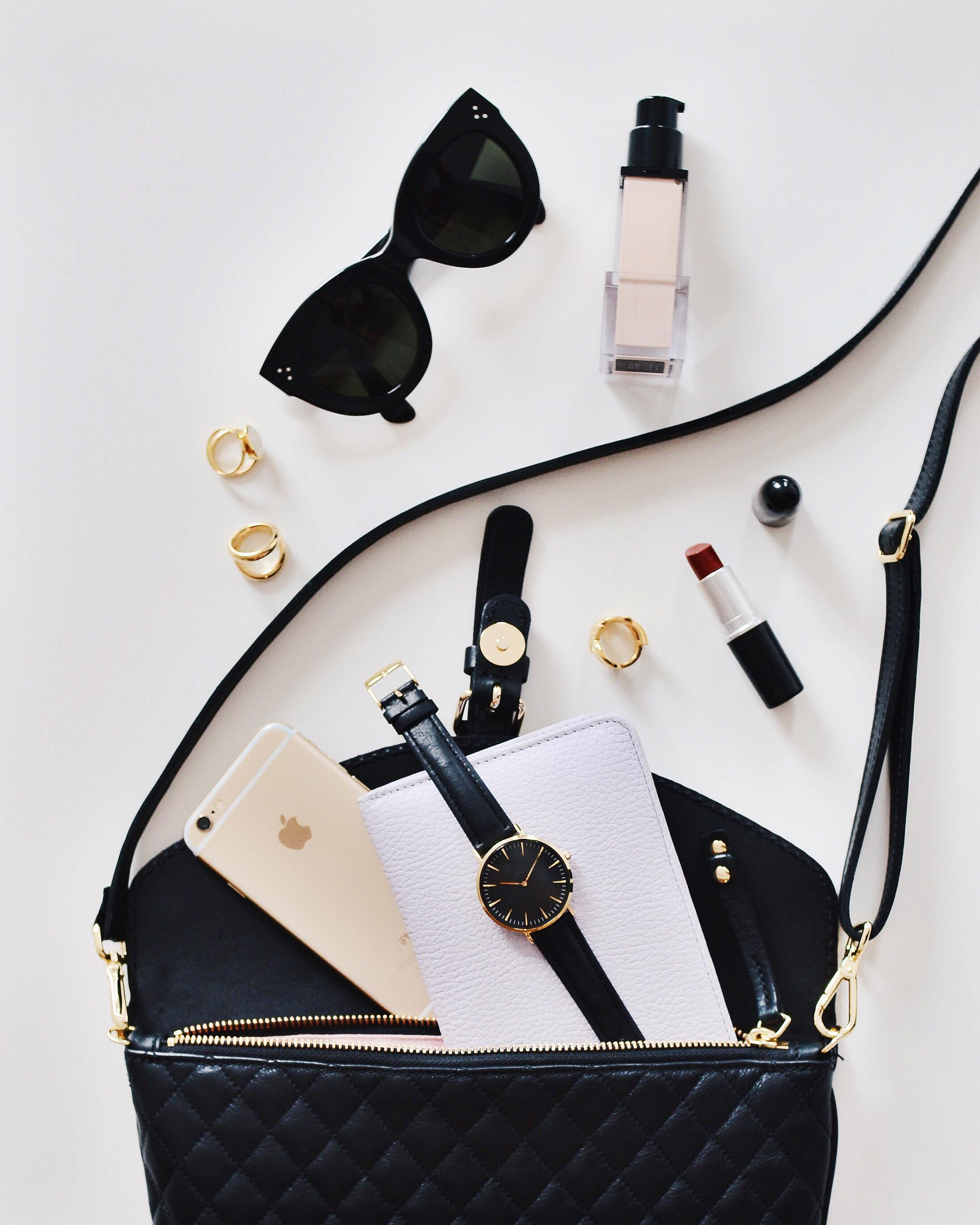 Summer's Essential Beauty Bag #makeup #beauty #summer #beautiful #beautyproducts #bevhillsmag #beverlyhills #beverlyhillsmagazine #hair #serum