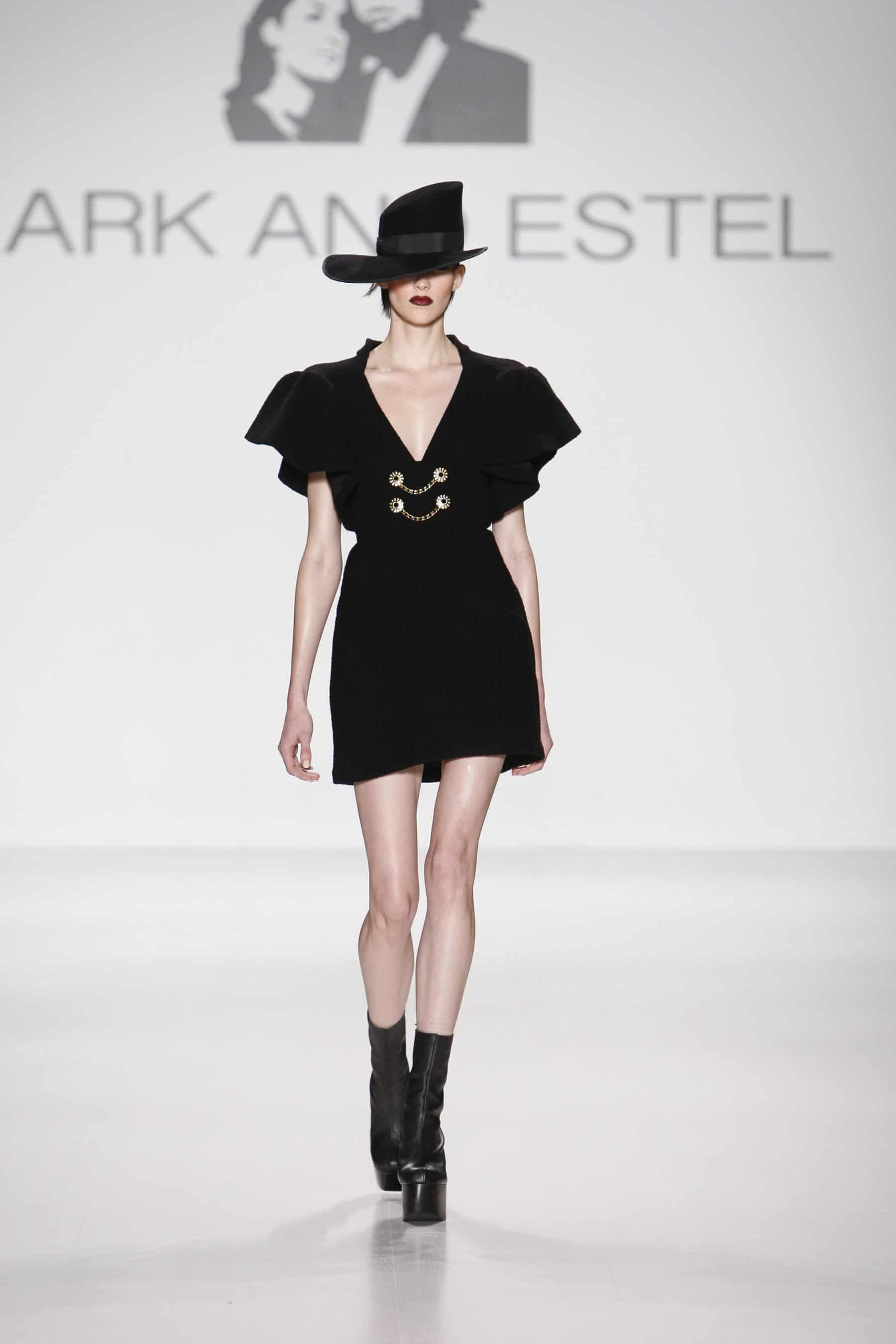 Fashion World: Mark and Estel