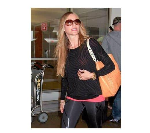 Sofia-Vergara-Fashion-Magazine-Fashion-Blog-Celebrity-Style-Hollywood-Style-Celebrities-Beverly-Hills-Magazine-2
