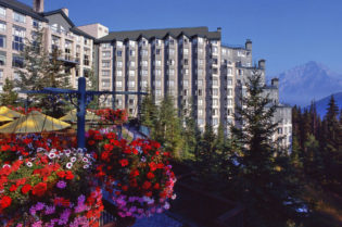 The Rimrock Resort Hotel In The Canadian Rockies #travel #luxury #hotels #canada #rockymountains #exclusive #hotels #besthotels #beverlyhills #beverlyhillsmagazine #bevhillsmag