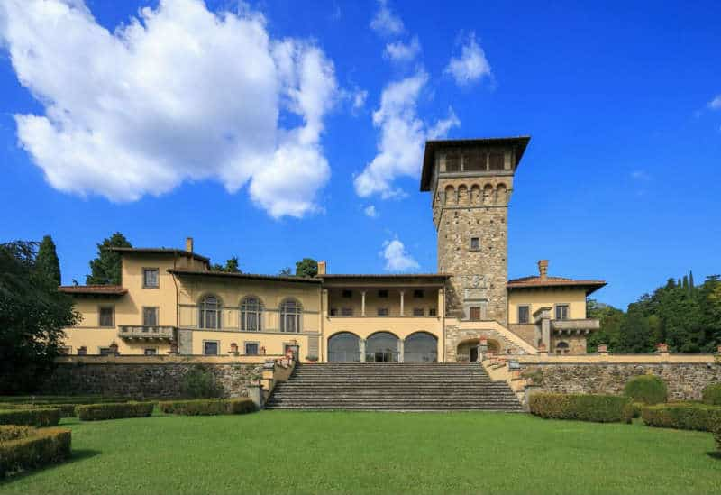 A Luxury #Villa in the Charming Town of Fiesole, Italy #realestate #dream #homes #estates #beautiful #florence #fiesole #italy #italian #homes #homesweethome #luxuryhomes #dreamhomes #homesforsale #luxurylifestyle #luxury #beverlyhills #BevHillsMag