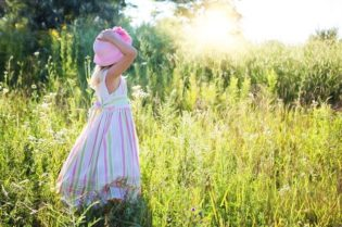 Best Lawn Care Chores For Kids To Do #kids #chores #bevhillsmag #beverlyhillsmagazine #beverlyhills