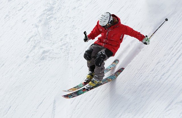Smart Skiing Tips for Beginners #beverlyhills #ski #skiresorts #bevhillsmag #beverlyhillsmagazine