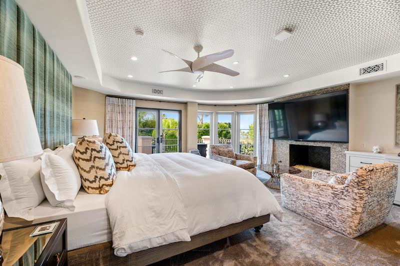 Kaley Cuoco's Tarzana Mansion