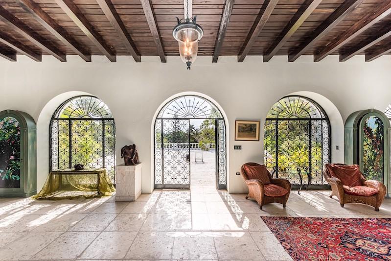 The Duke of Windsor's Bahamas Estate #dukeofwindsor #luxury #realestate #homesforsale #celebrity #celebrityhomes #celebrityrealestate #dreamhomes #beverlyhills #beverlyhillsmagazine #bevhillsmag