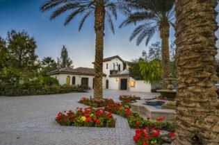 Sylvester Stallone's Million Dollar Home in La Quinta #luxury #realestate #homesforsale #celebrity #celebrityhomes #celebrityrealestate #dreamhomes #sylvesterstallone #beverlyhills #beverlyhillsmagazine #bevhillsmag