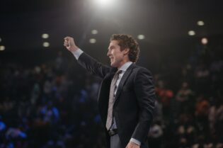 Joel Osteen on Coronavirus, Kanye West and Keeping the Faith #beverlyhills #beverlyhillsmagazine #bevhillsmag #joelosteen #lakewoodchurch #faith