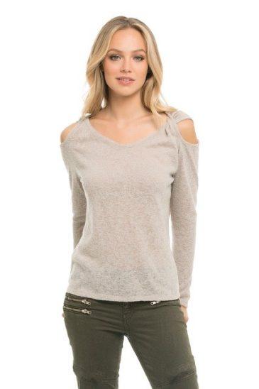 Basic Clothing Items For Every Woman #fashion #style #clothing #shop #bevhillsmag #beverlyhillsmagazine #beverlyhills