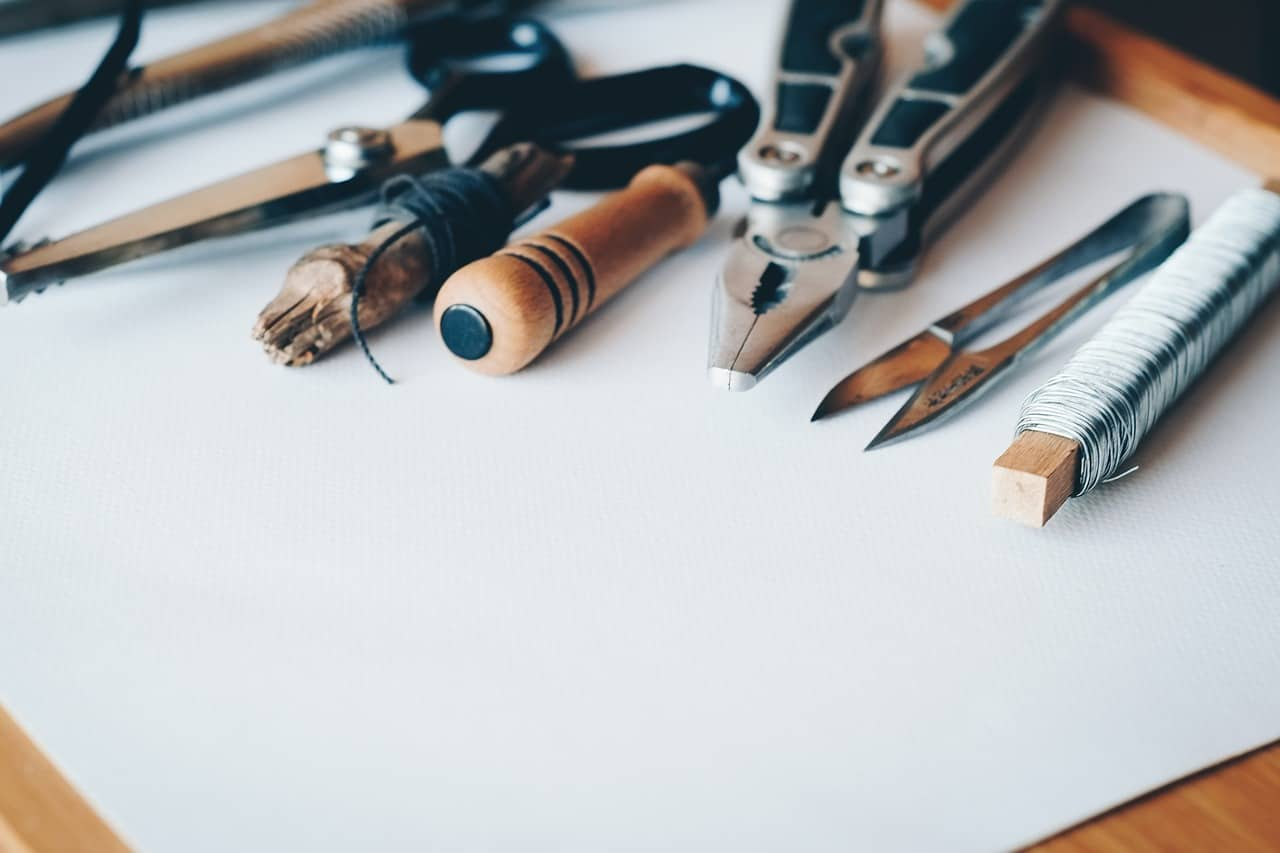 Best Glue Tools For Paper Crafting Projects #papercrafting #quilling #crafttools #handmade #greetingcards #bevhillsmag #beverlyhillsmagazine #beverlyhills