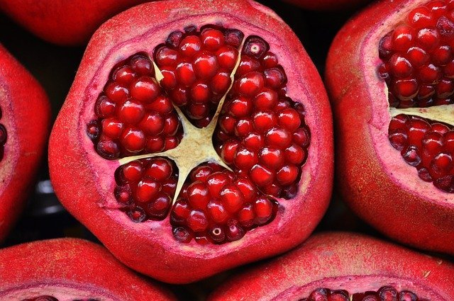Amazing Health Benefits of Pomegranates #healthy #fruits #best #food #pomegranates #love #pomegranate #bevhillsmag #beverlyhills #beverlyhillsmagazine