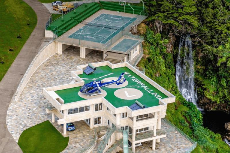 justin beiber's spectacular vacation homes:#beverlyhills #beverlyhillsmagazine #justinbeiber #vacationhomes #vacationhomesinhawaii #Haileybaldwin #waterfallingestate #rentalhomes #hawaii #celebrity #luxury
