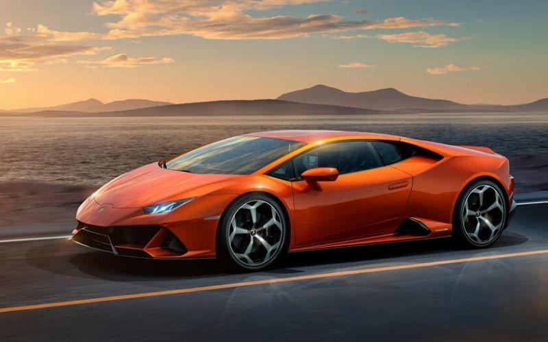 Sporty-Fast Car: The Lamborghini Huracan #cars #carmagazine #car #dreamcars #fastcars #luxurycars #beverlyhills #beverlyhillsmagazine #lamborghinihuracan #lamborghini #huracan