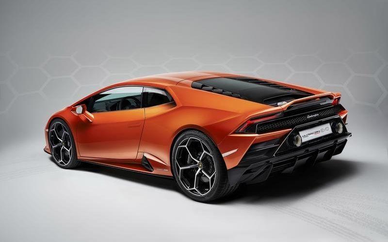 Sporty-Fast Car: The Lamborghini Huracan#cars#car magazine#car#dream car#fast cars#luxury cars#beverly hills#beverly hills magazine#
