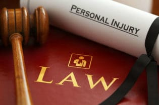 7 Common Personal Injury Lawsuit Mistakes and How to Avoid Them #law #personalinjury #attorney #beverlyhills #beverlyhillsmagazine #BevHillsMag