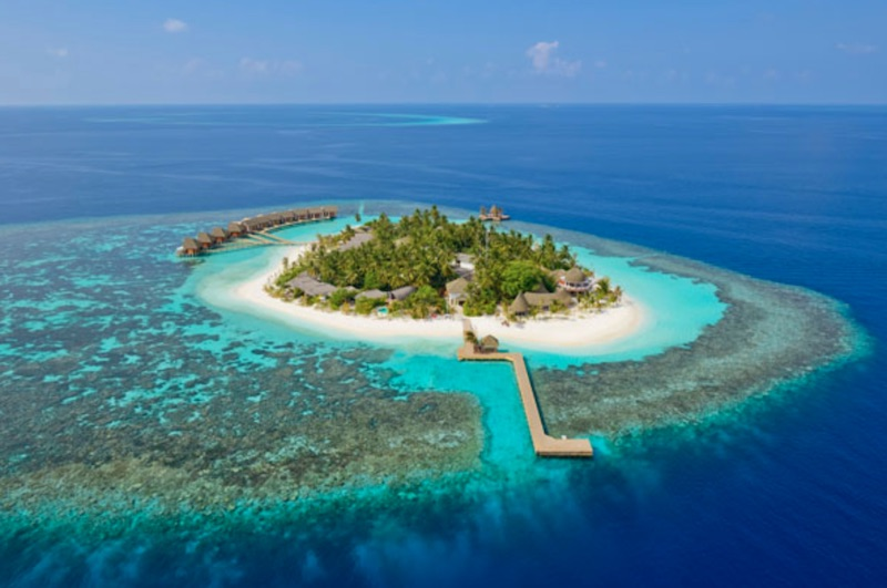 5 Island Retreats for Relaxing in 2020 #travel #fivestarhotels #luxuryhotel #vacation #exclusivegetaway #beverlyhillsmagazine #beverlyhills #2020 #thebrando #mystiquehotel #kandolhumaldives #jumbybayisland #honuakairesort