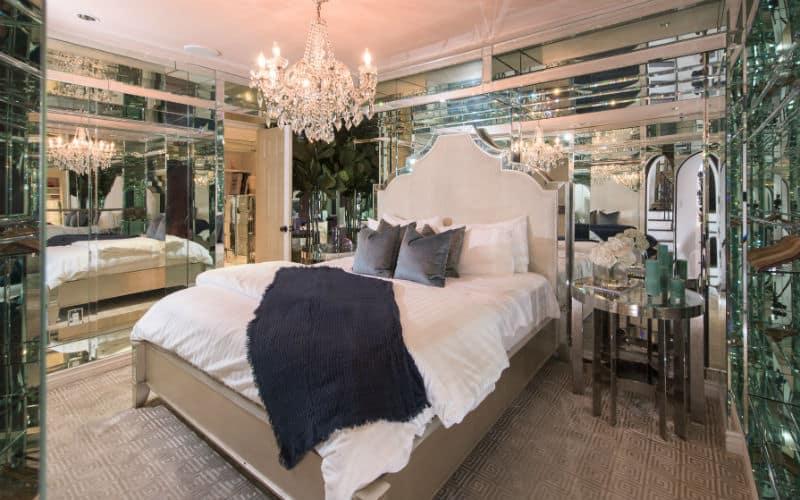 Paris Hilton Sunset Strip Home #beverlyhills #beverlyhillsmagazine #luxury #realestate #homesforsale #realestate #dreamhomes #beverlyhills #bevhillsmag #beverlyhillsmagazine #parishilton #heiress #celebrities #celebrityhomes
