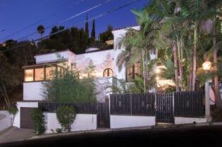 Paris Hilton Sunset Strp Home #beverlyhills #beverlyhillsmagazine #luxury #realestate #homesforsale #hamptons #newyork #beachside #realestate #dreamhomes #beverlyhills #bevhillsmag #beverlyhillsmagazine #parishilton #heiress #celebrities #celebrityhomes