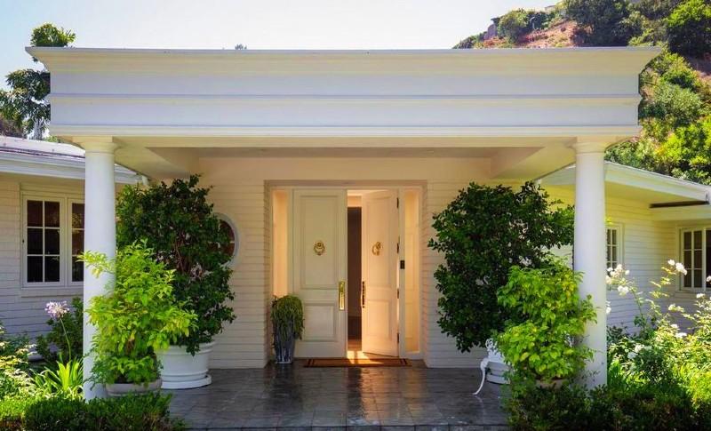 Exclusive Off Market Beverly Hills Home #luxury #realestate #homesforsale #dreamhomes #beverlyhills #bevhillsmag #beverlyhillsmagazine