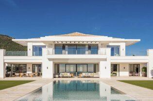 A Sunshine-Filled Marbella Villa #luxury #realestate #homesforsale #dreamhomes #beverlyhills #bevhillsmag #beverlyhillsmagazine