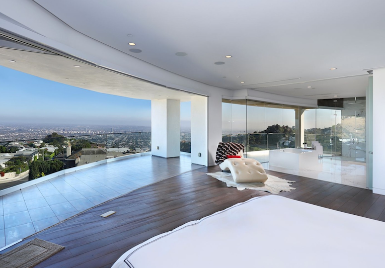 A Modern Mansion in Los Angeles