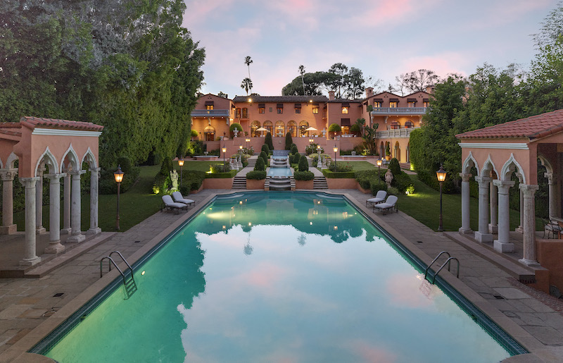 Beverly House: An Iconic Mansion #beverlyhills #beverlyhillsmagazine #bevhillsmag #luxury #realestate #homesforsale #celebrity #celebrityhomes #celebrityrealestate #dreamhomes