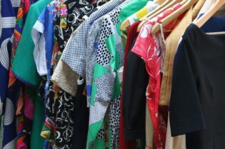 How To DeClutter Your Closet Properly #home