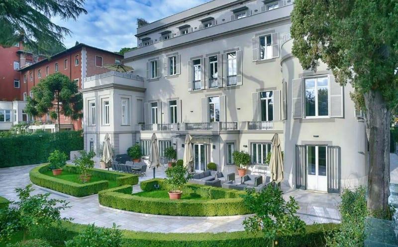 A Dream Home on Gianicolo Hill in Rome, Italy #italy #rome #gianicolo #dreamhomes #mansion #dreamhome #realestate #luxury #homes #bevhillsmag #beverlyhillsmagazine #beverlyhills