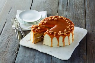 #Royal Recipes by Carolyn Robb: #Macadamia & Salted #Caramel Cake #recipe #crumble #cake #recipes #food #cook #cooking #beverlyhills #beverlyhillsmagazine #carolynrobb #rockyroad #desserts #celebritychef #chef #chocolate #cake #mint #dessert
