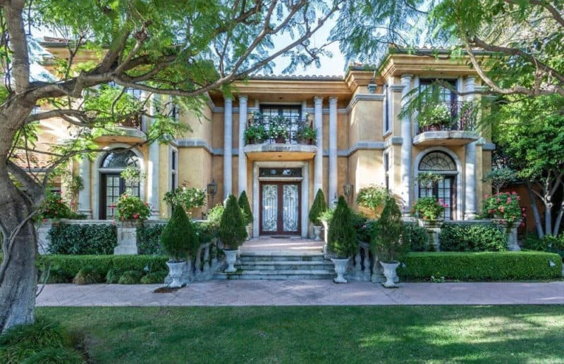 Charlie Sheen Home For Sale #realestate #dream #homes #estates #beautiful #seaside #spanish #homes #homesweethome #luxuryhomes #dreamhomes #homesforsale #luxurylifestyle #beverlyhills #BevHillsMag